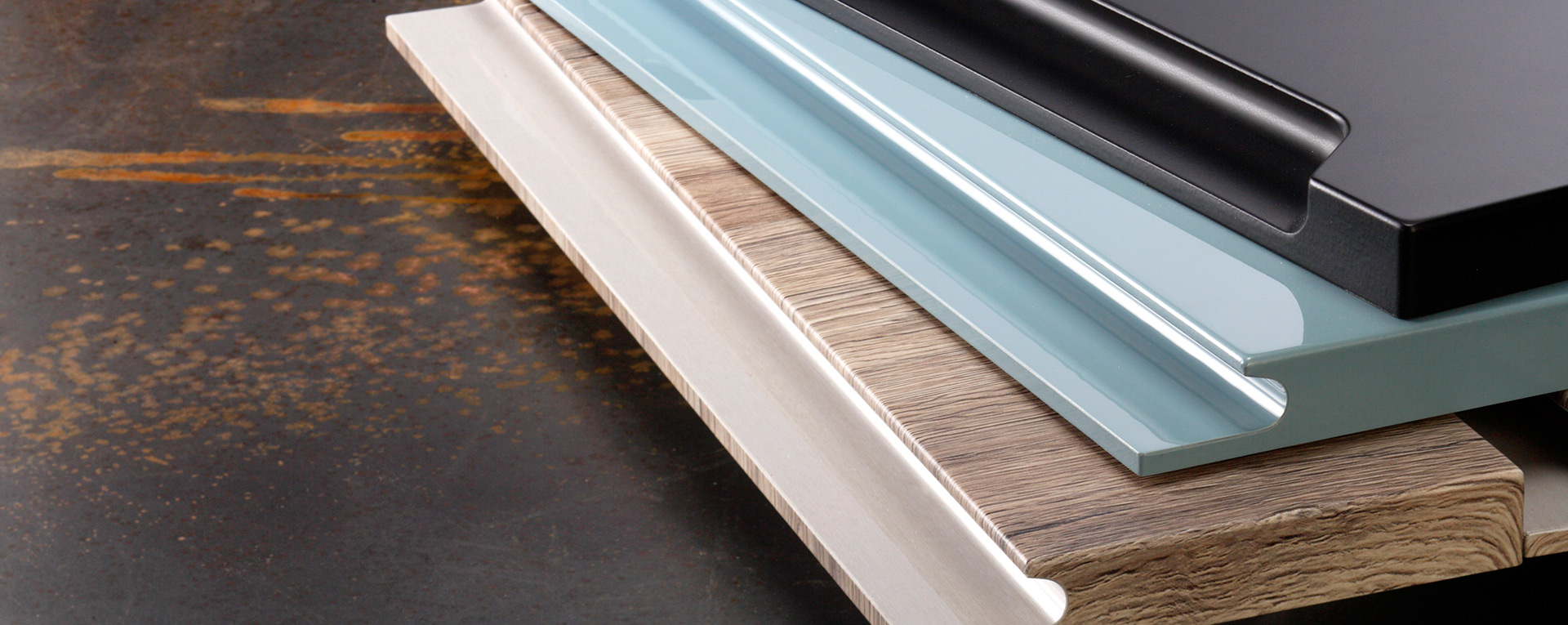 La torniveneta produce ante e antine in legno accessori for Industria mobili